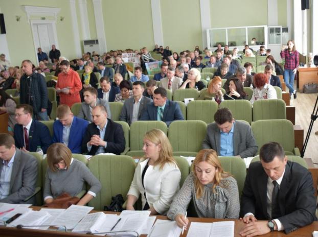 """Депутати дали """"зелене світло"""" на купівлю 12 електромашин"""