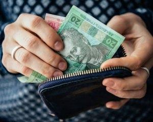 Чому вигідніше розраховуватися платіжною карткою, ніж готівкою