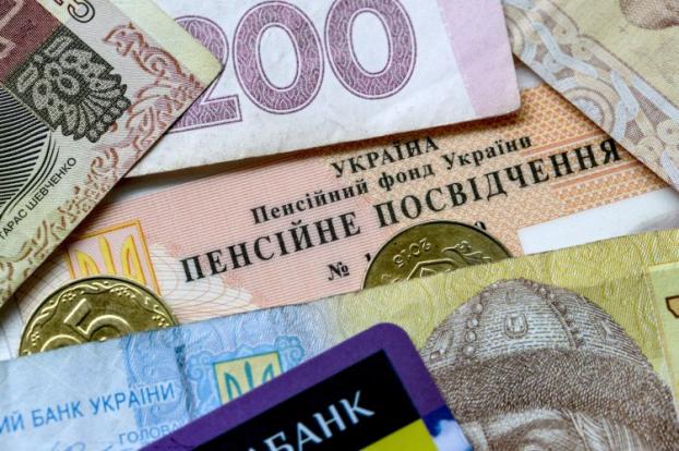 Долари, нерухомість чи депозит: як краще відкладати гроші на пенсію