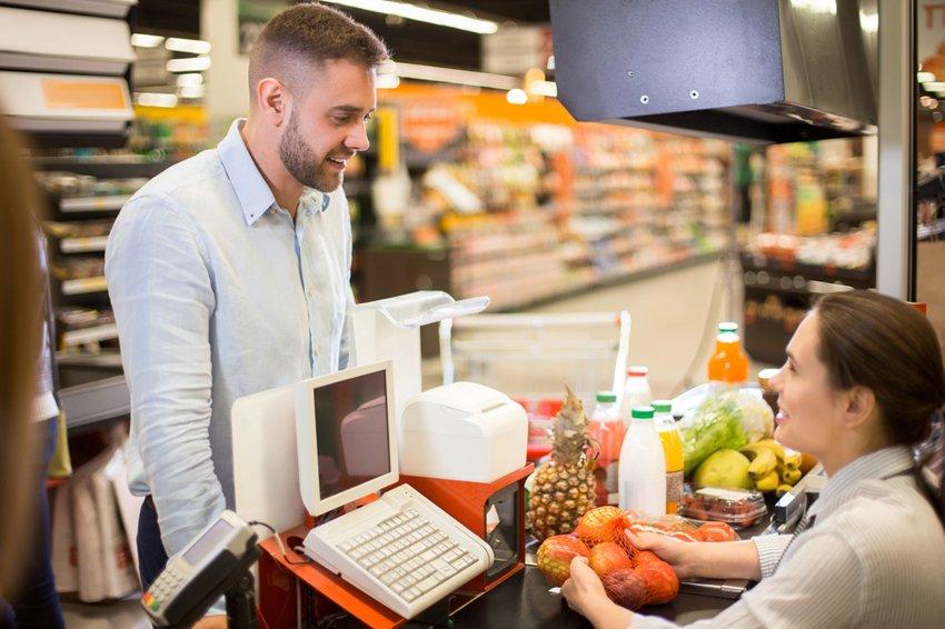 Россияне заметно сократили расходы на продукты