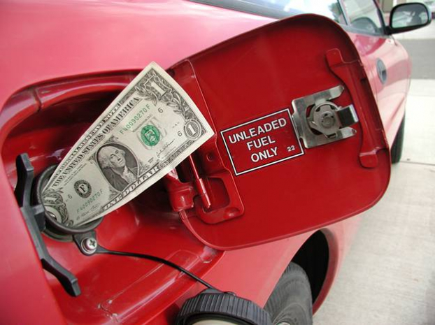 Вслід за різким подорожчанням долара підскочили ціни на пальне